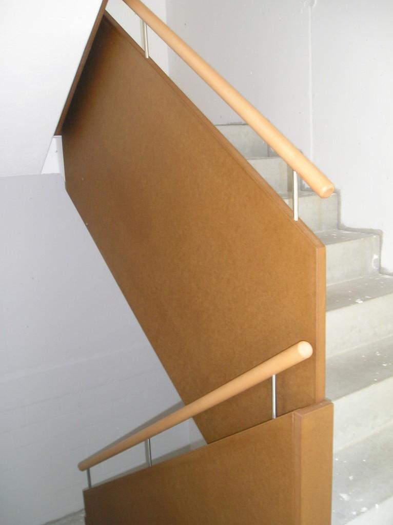 Treppengeländer aus MDF mit aufgeseztem Buchenhandlauf