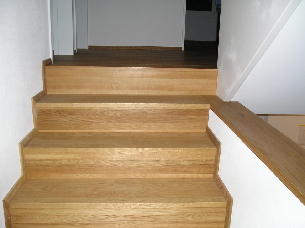Treppe mit Eiche massiv belegt in EFH Sursee