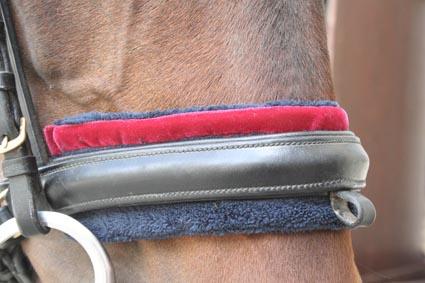 Nasenschoner blauer Fleece mit rotem Samt