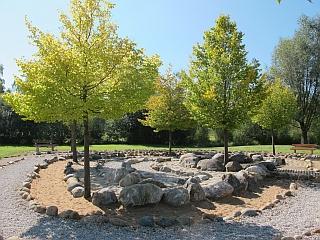 Bad Wörishofen - Barfußweg im Kurpark mit Labyrinth