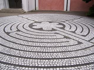 Günzburg - Labyrinth bei der St. Martinskirche