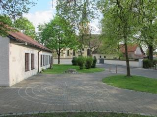 Memmingerberg - Labyrinth beim Ev. Gemeindehaus