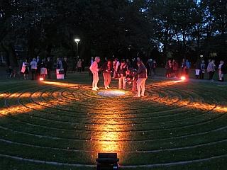 Augsburg - Labyrinth im Wittelsbacher Park - Eröffnung
