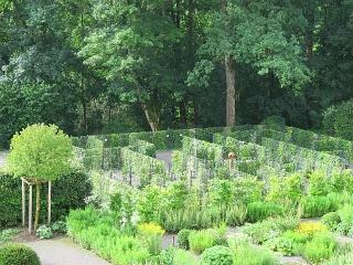 Roggenburg - Meditationsgarten mit Efeu-Labyrinth