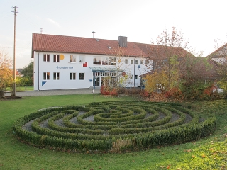 Walkertshofen - Labyrinth bei der Grundschule