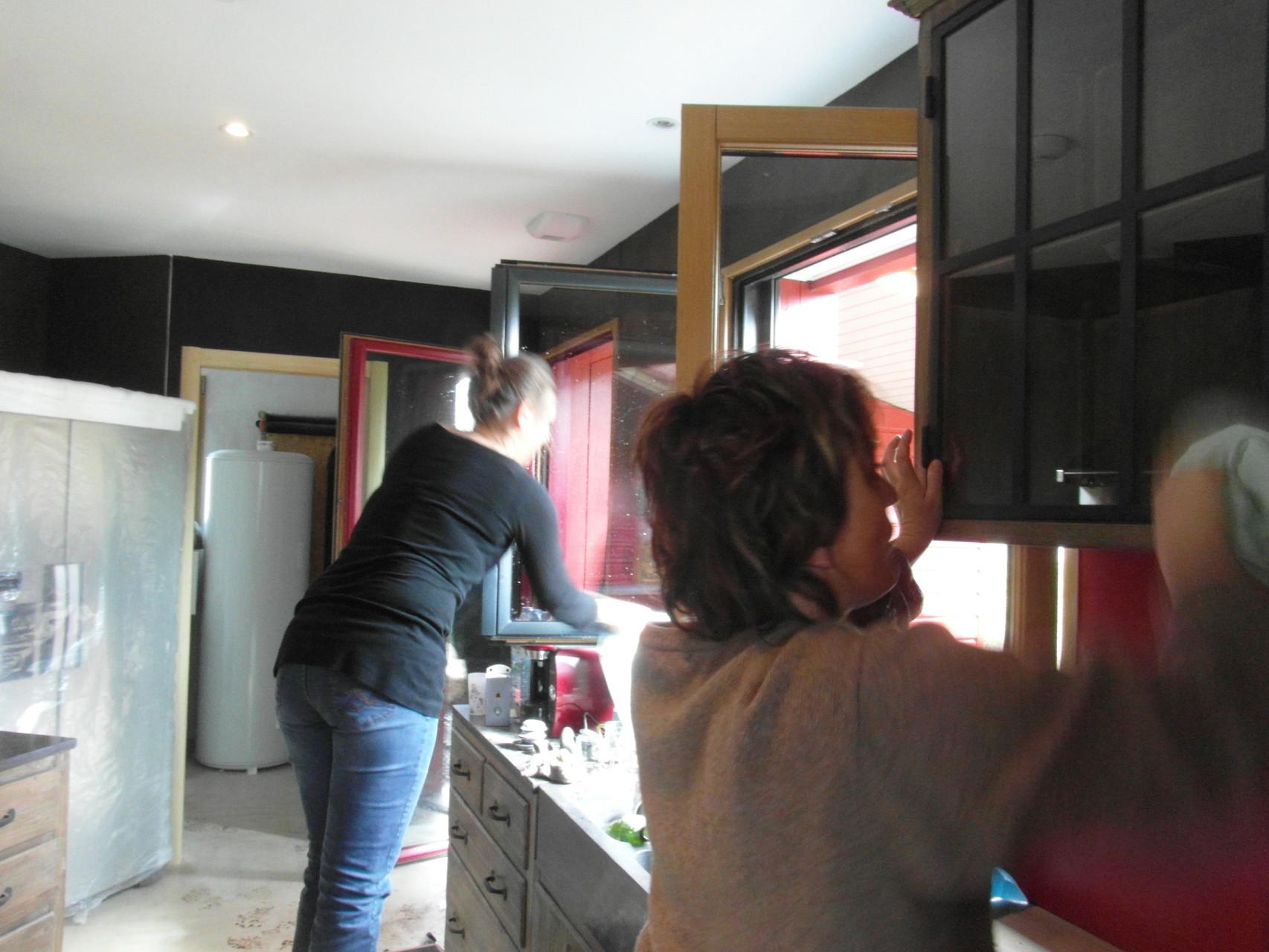 Géraldine et ISA dans le cuisine