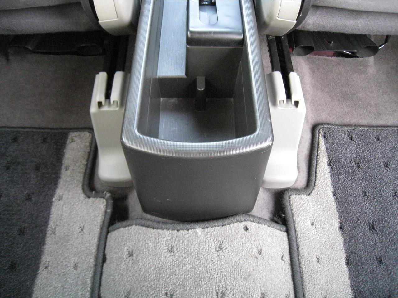 後部座席用ドリンクホルダー