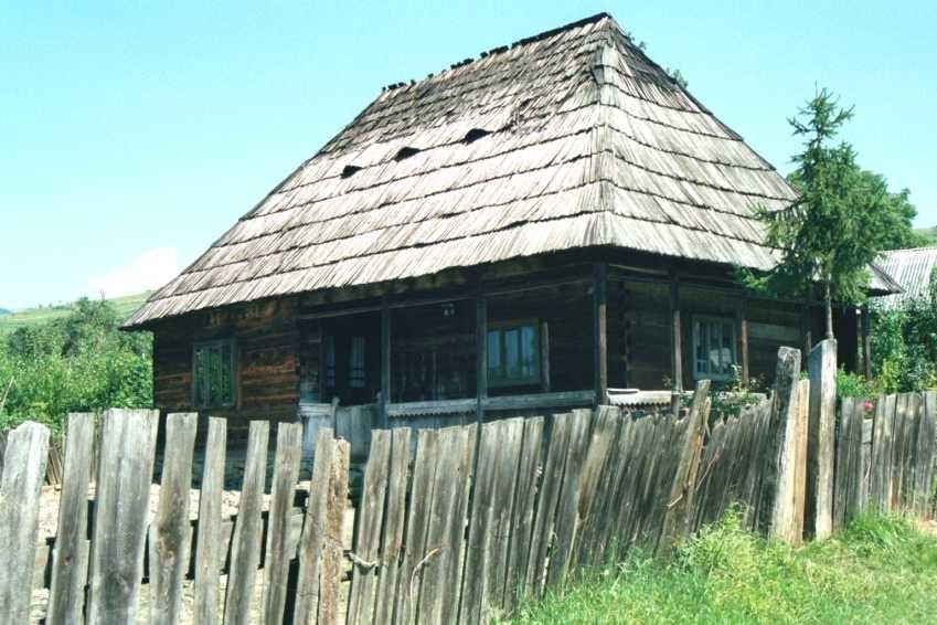 Très vieille maison en bois