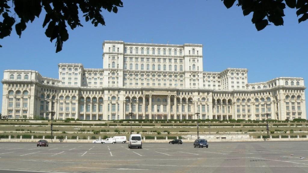 l'immense Maison du Peuple