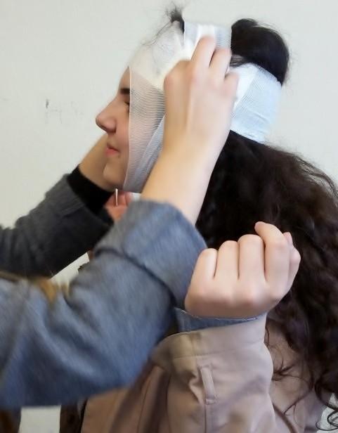 Ein Kopfverband muss geübt werden