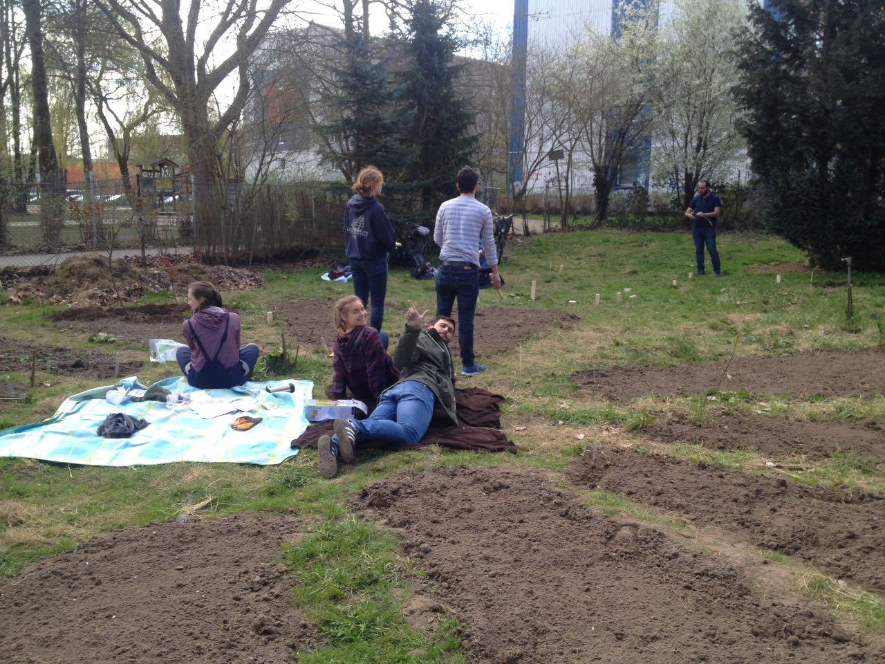 Im Garten wird nicht immer nur gearbeitet. Am 09. April haben wir das tolle Wetter für ein kleines Picknick und eine Runde Wikingerschach genutzt.