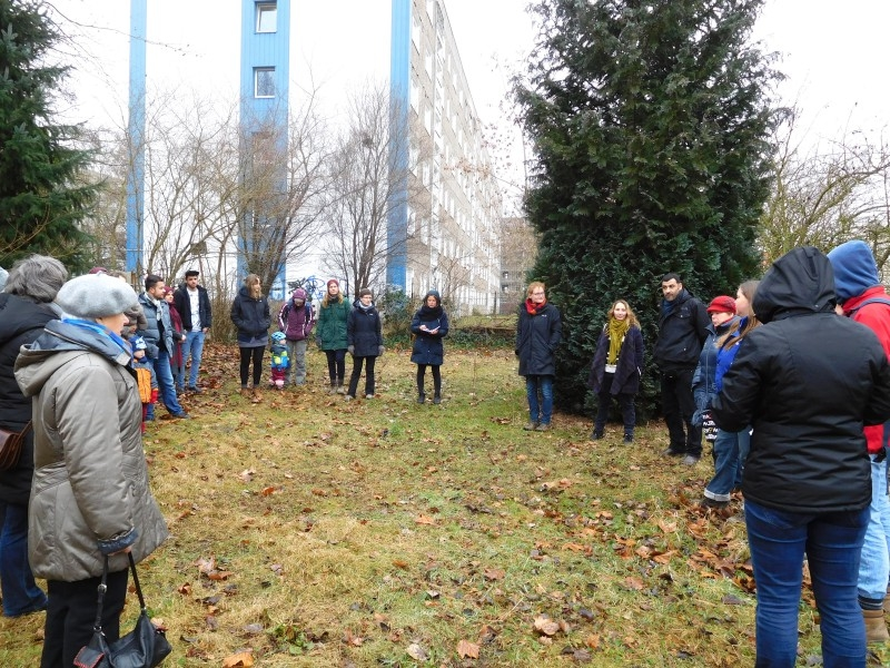 Neugierig erkundeten wir am 18. Februar mit Interessierten die Gartenparzelle.