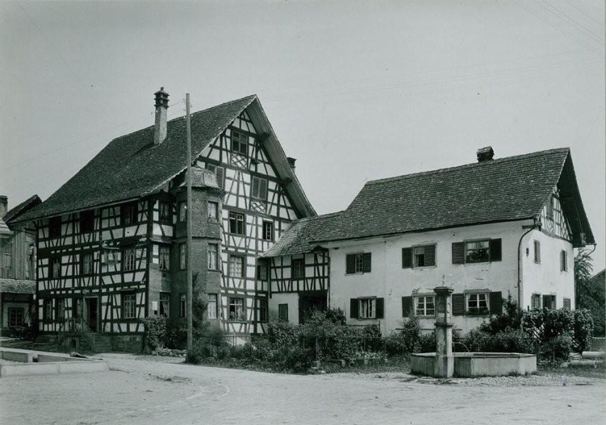 1915, Haus zum Hirschen von der Strasse her gesehen, rechts Haus Graf