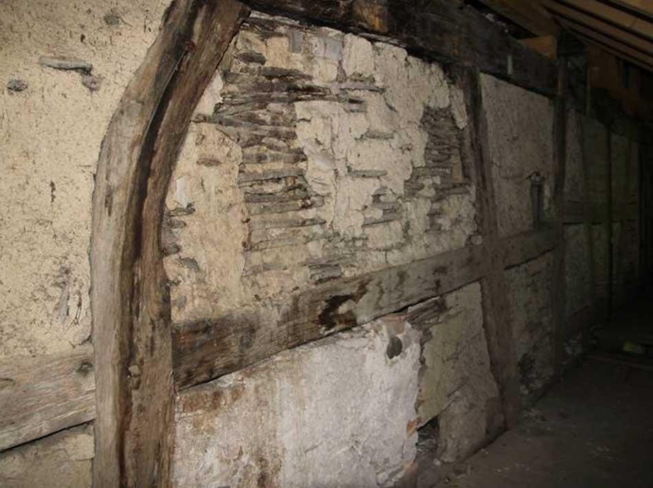 Das Alter der Wände wird durch ein dendrochronologisches Gutachten belegt.
