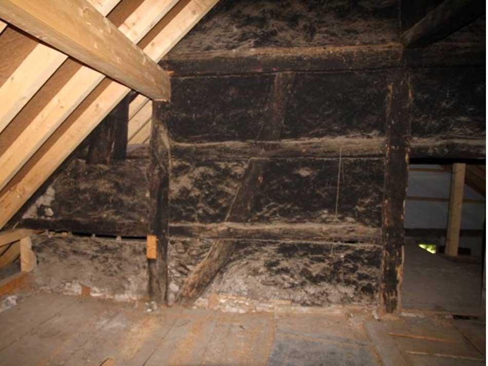 Das Flechtwerk ist eines der wenigen sichtbaren Elemente aus der Bauzeit des Hauses.