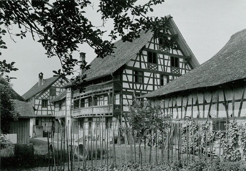 1915, Rückseite Haus zum Hirschen, links Stall und Graf, rechts Trotte