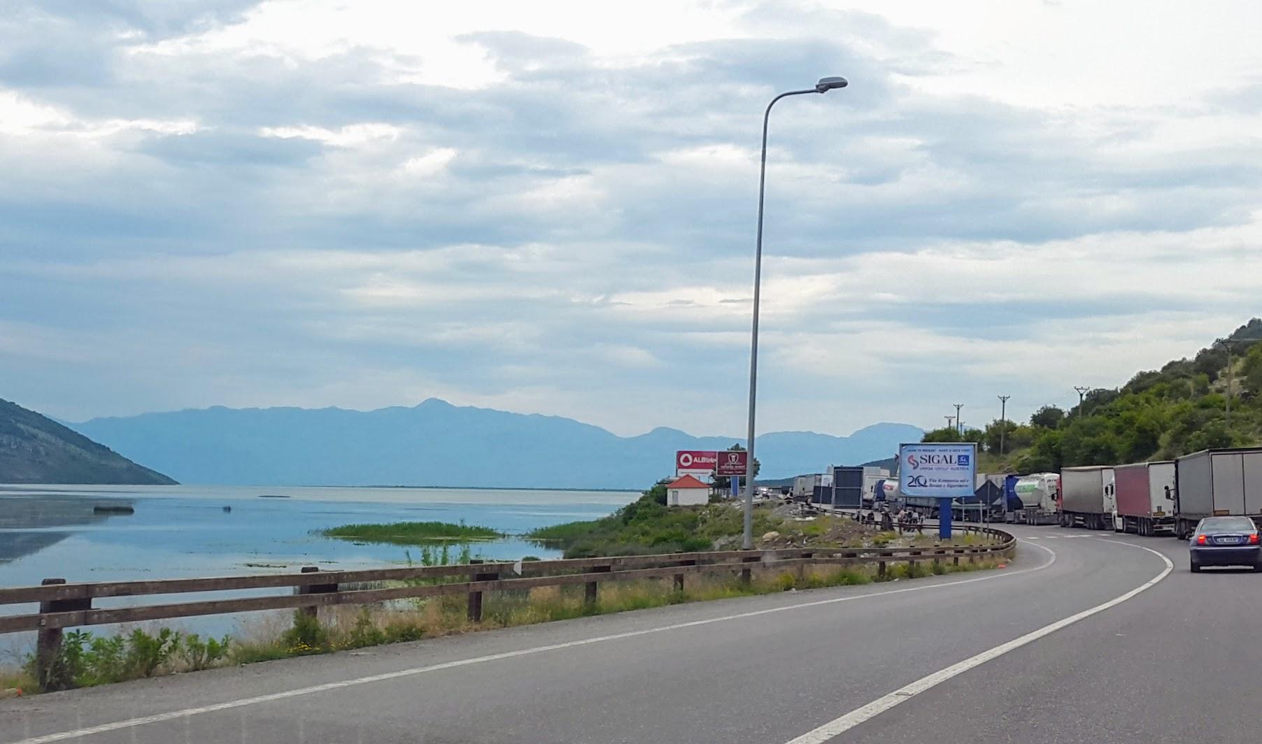 An der Grenze zwischen Albanien und Montenegro