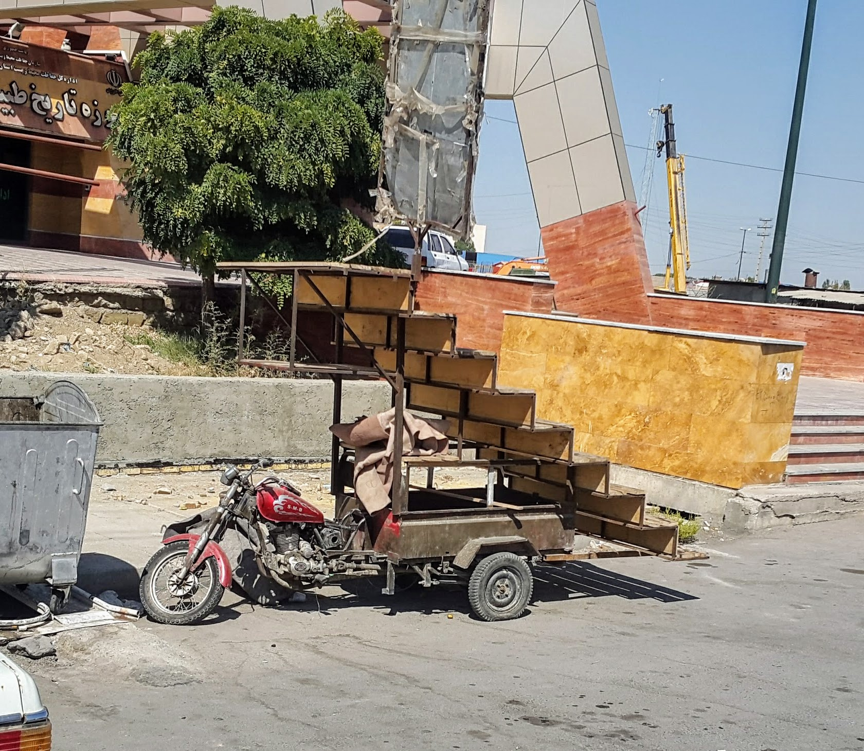 Baustellenfahrzeug in Urmia, Iran