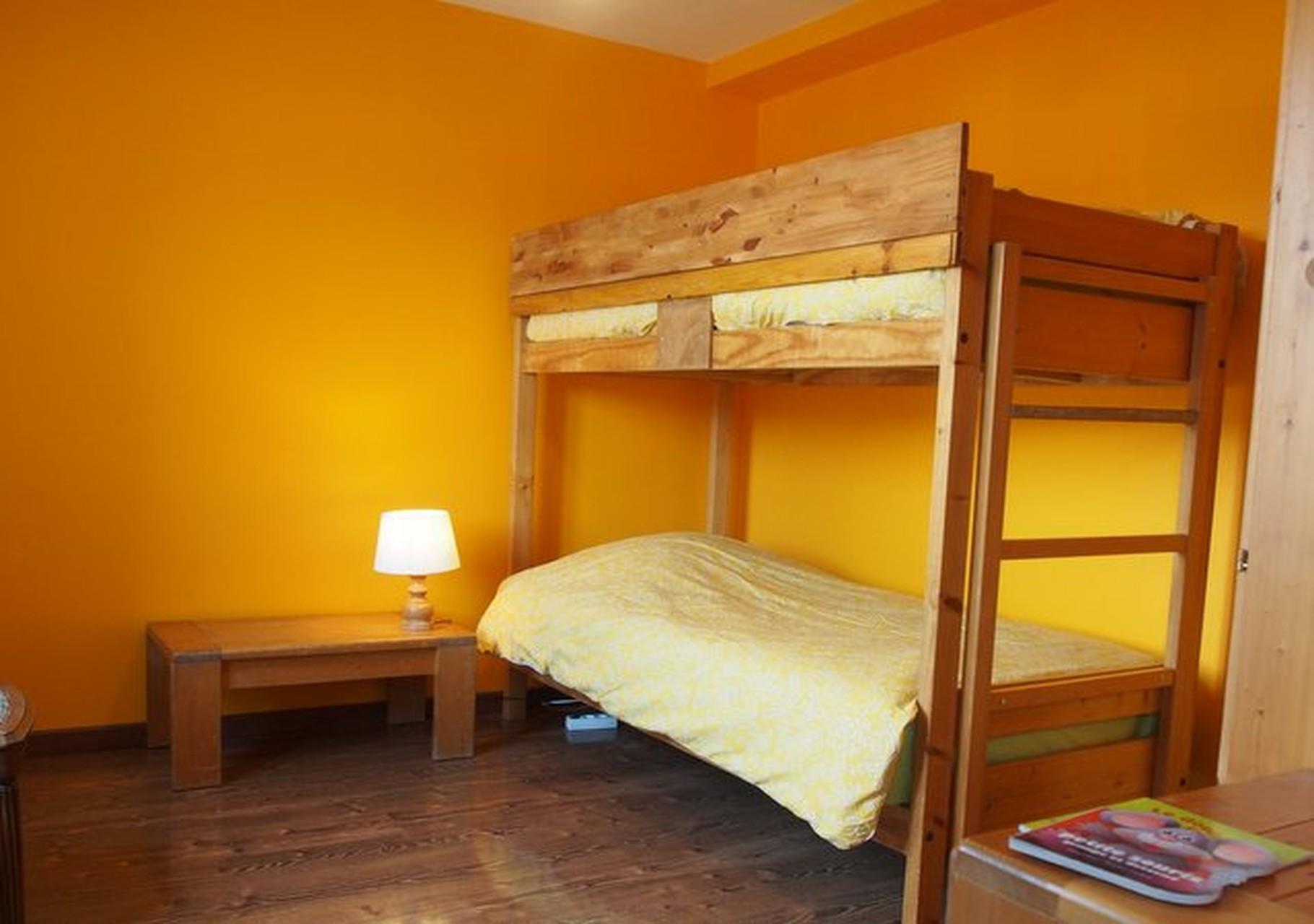 Gîte de Belledonne  1 : chambre pour deux personnes avec lits superposés