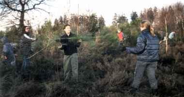 Neben vielen weiteren setzen sich auch Schulklassen für die Offenhaltung der Trupbacher Heide tatkräftig ein (Foto: asa, NABU)