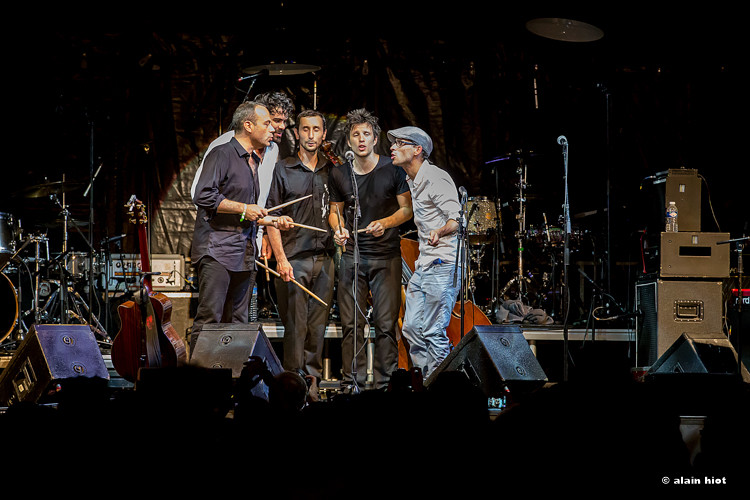 Charles Passi et ses musiciens. Photos Alain Hiot. 2015.