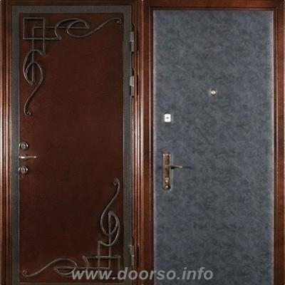 металлическая дверь с кованными элементами+кож-заменитель.