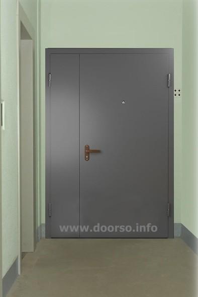 подъездная дверь.