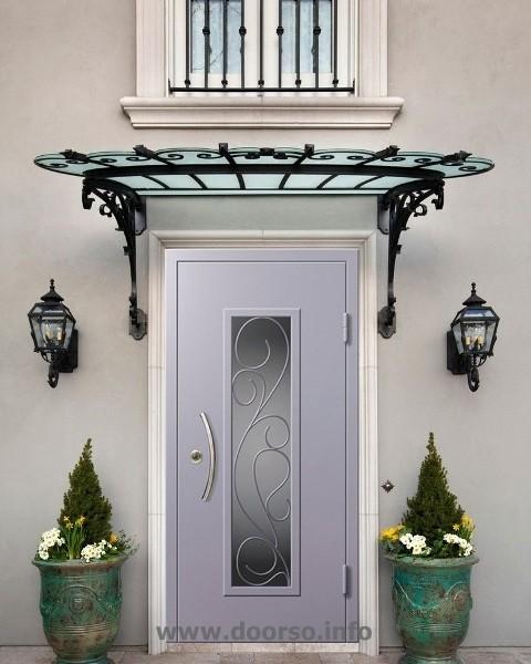 Металлические двери  со стеклом и ковкой Руза.