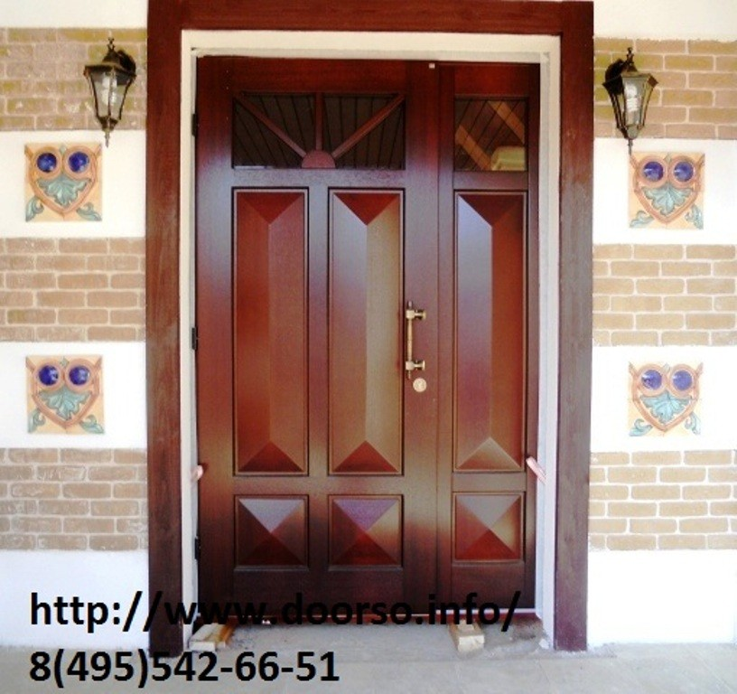 филенчатая металлическая дверь.