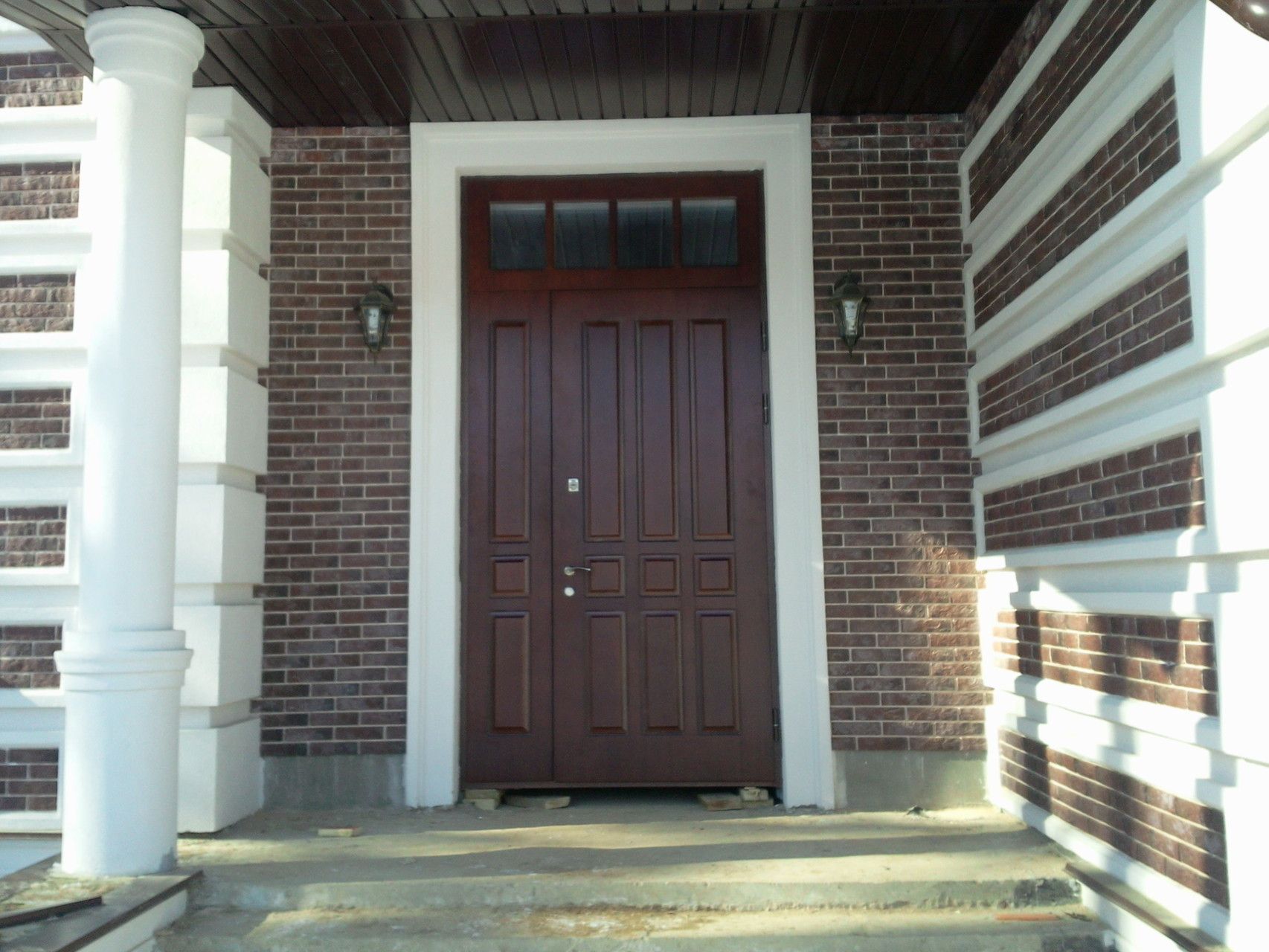 входная металлическая дверь в квартиру королев