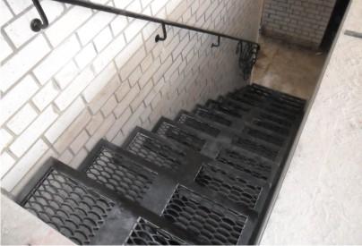 Лестница в подвал.