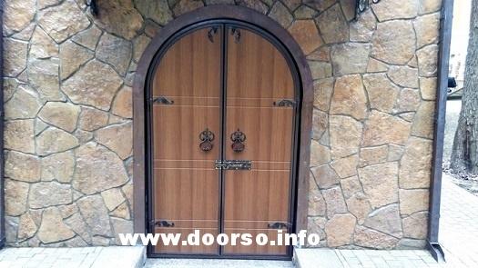 Двуполая арочная дверь.