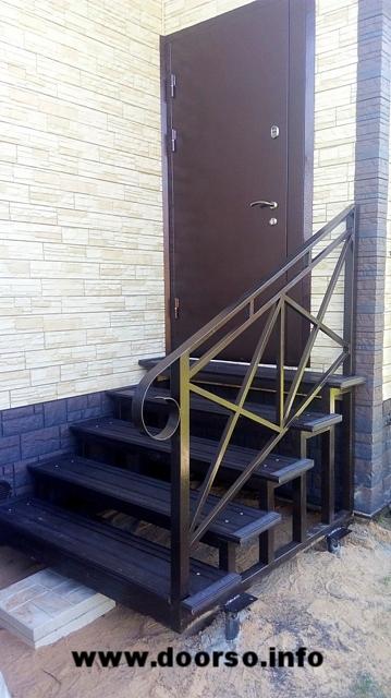 Крыльцо к дому ступени террасная доска.