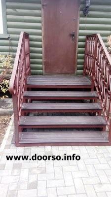 Уличная лестница из дпк на металлокаркасе.