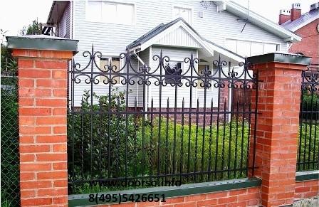 металлический секционный забор.