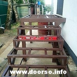 Металлокаркас уличной лестницы под поб обшивку террасной доской.