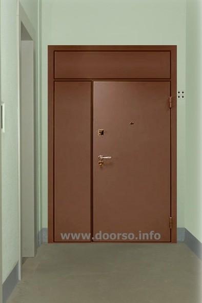 подъездная дверь со вставкой в холл.