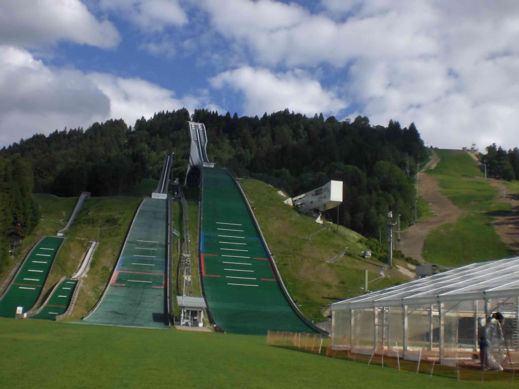 Drei-Schanzen-Berg im Olympia-Stadion