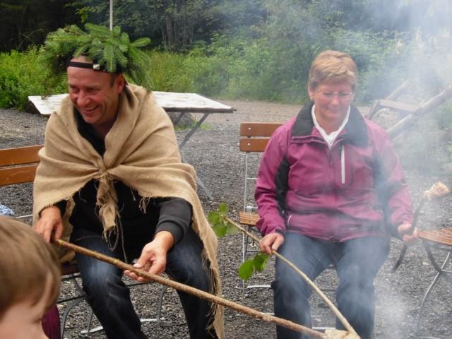 """Unser """"Waldschrat"""" freut sich mit der GV-Vorsitzenden Astrid"""