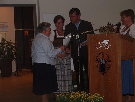 Bürgermeister Franz Schnitzenbaumer bedankt sich für das Engagement