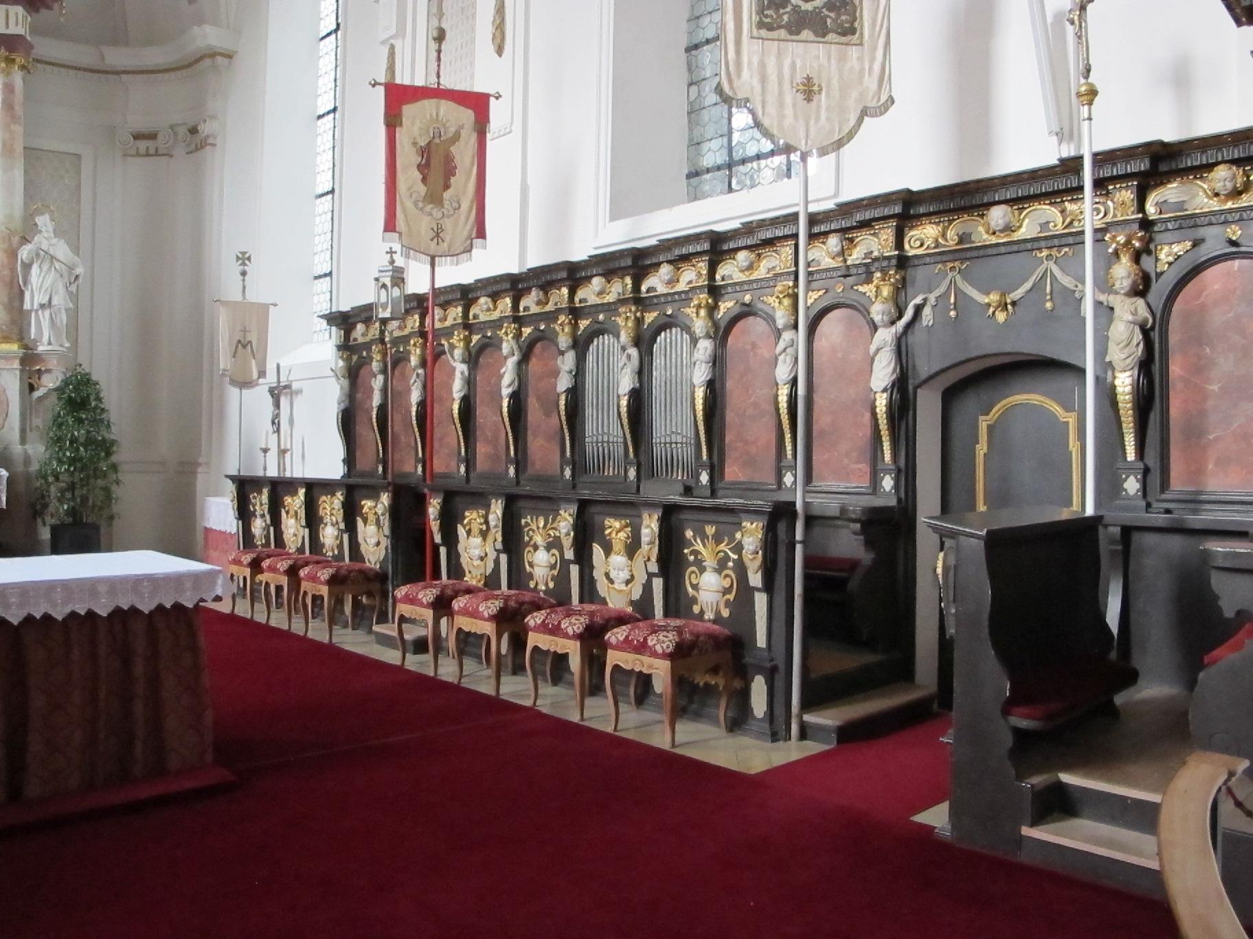 """Chorgestühl in der Schloss-""""Kapelle"""" (ca. 200 Sitzplätze)"""
