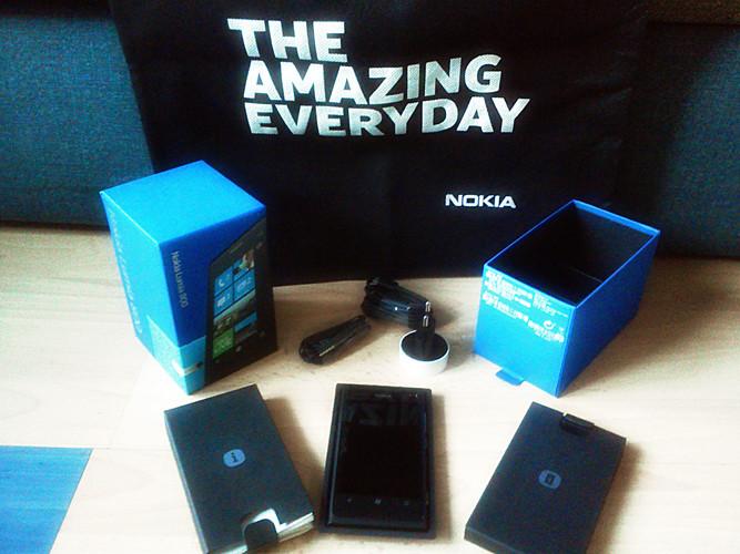 Lieferumfang des Nokia Lumia 800