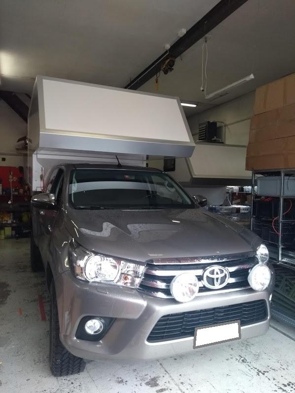 Limo Leer-Kabine auf Toyota Hilux