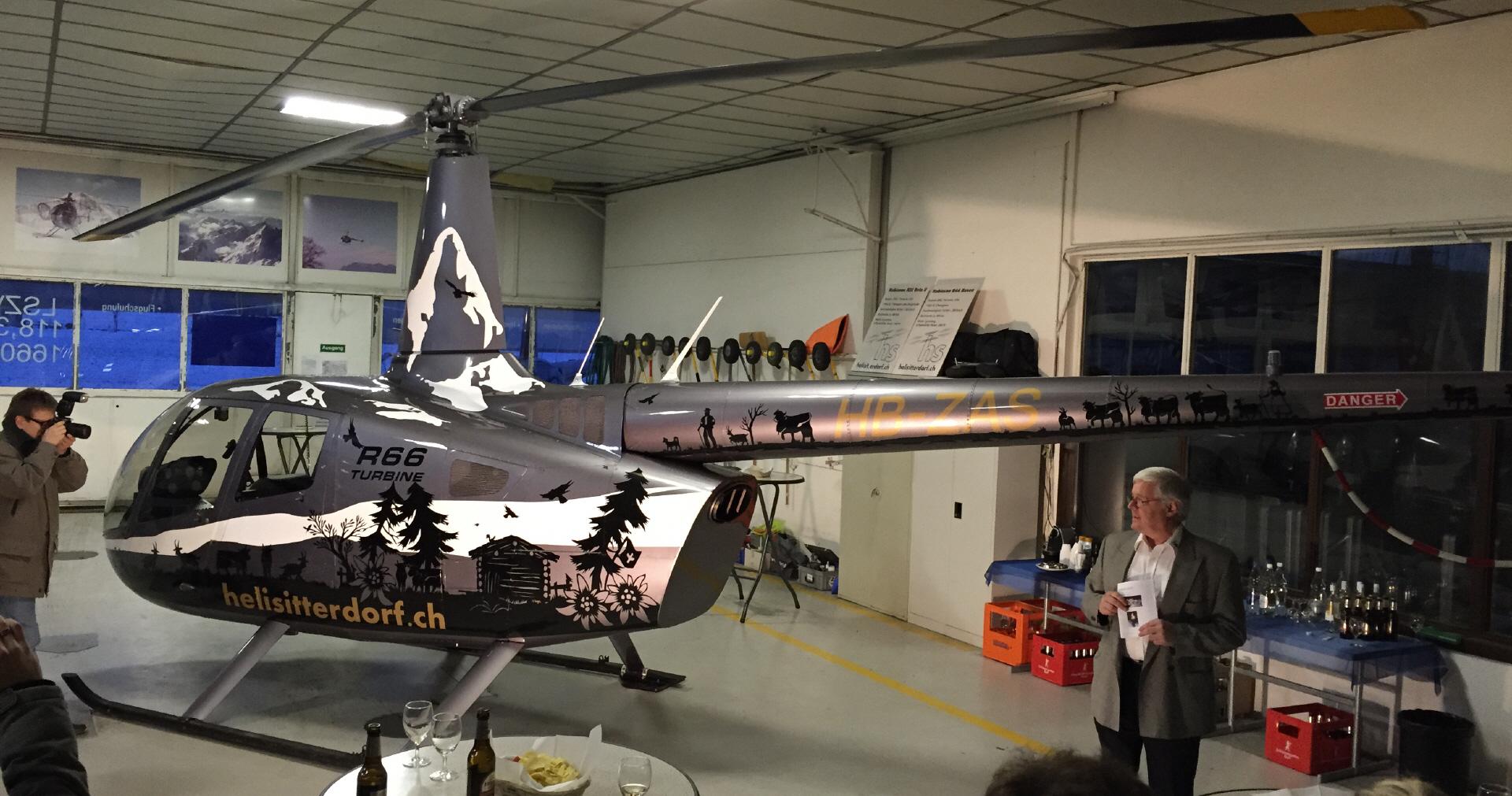 Beklebung Helikopter R66 Heli Sitterdorf in zusammenarbeit mit der Scherenschnittkünstlerin Ursula Regez Fuchs