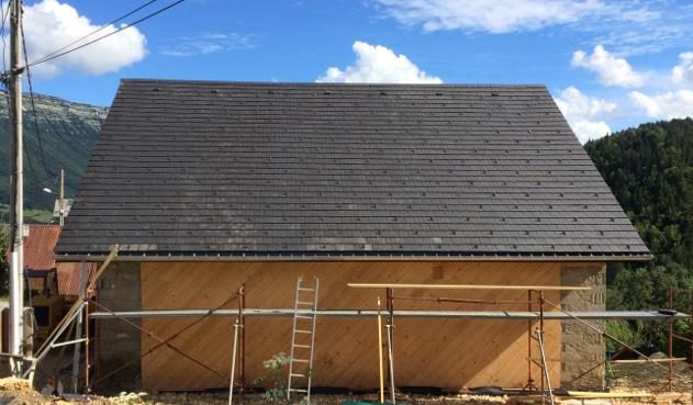 Grange de pays à Entremonts les Deserts, Savoie après réfection du toit