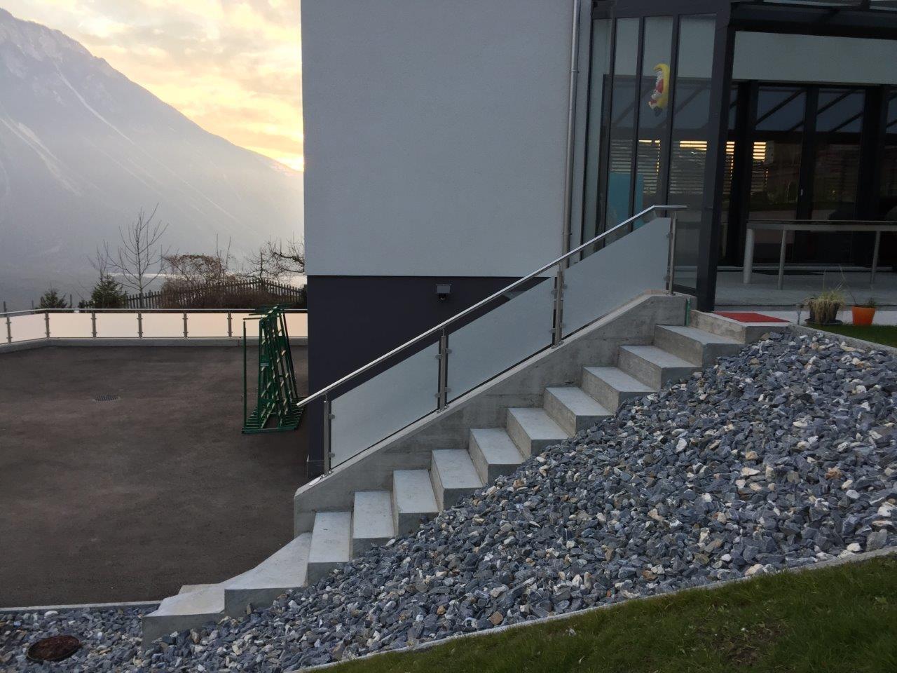 Treppengeländer mit Glas (santiniert) - Leuk Stadt 2016