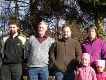 Rolf, Walter, Simon, Cécile (mit 2 Maskottchen)