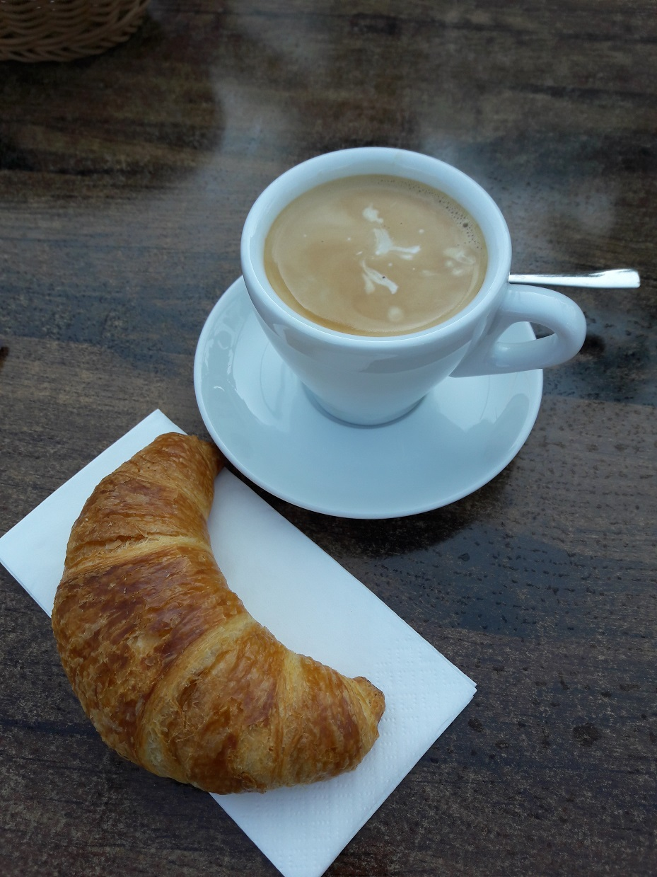 Kaffee und Gipfeli,....