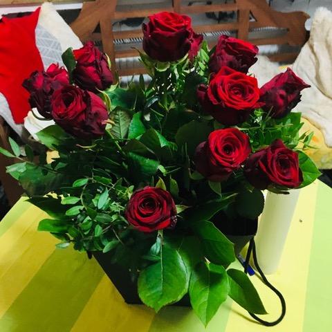 Helina hätte am liebsten die Rosen aufgegessen.....