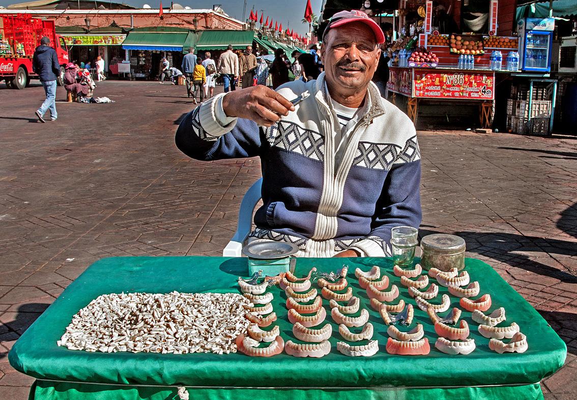 Zahnverkauf auf dem Platz  Djemaa el Fna